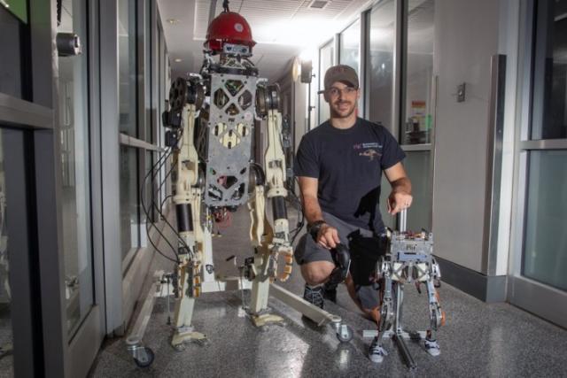 麻省理工学院机器人控制马甲助重物搬抬机器人保持平衡