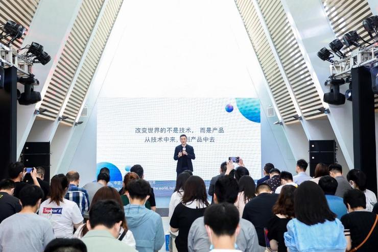 对话科大讯飞赵翔,揭秘消费者业务的成长经