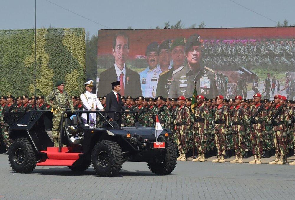 印尼举行阅兵式 彩虹4无人机亮相