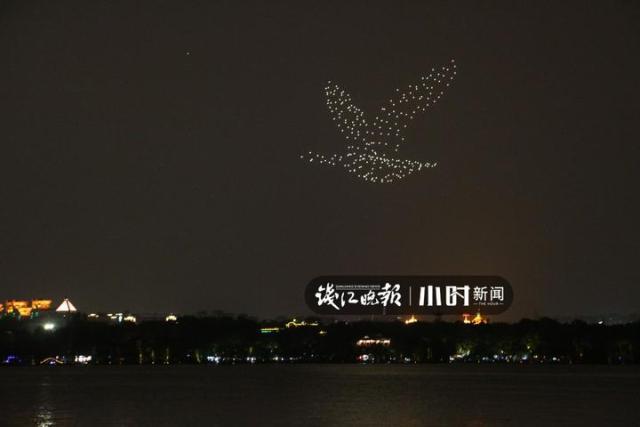 太惊艳!近300架无人机起舞西湖夜空