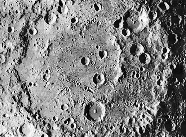美2024年重返月球:美副总统彭斯要求2024年重返月球 比原计划提前4年