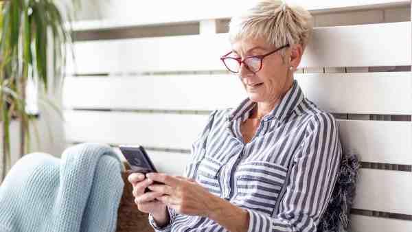 英国政府推手机APP,与确诊者有紧密接触人士将收到通知