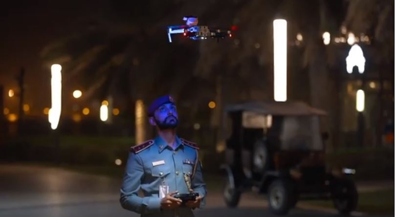阿联酋警察使用无人机广播敦促民众待在家中