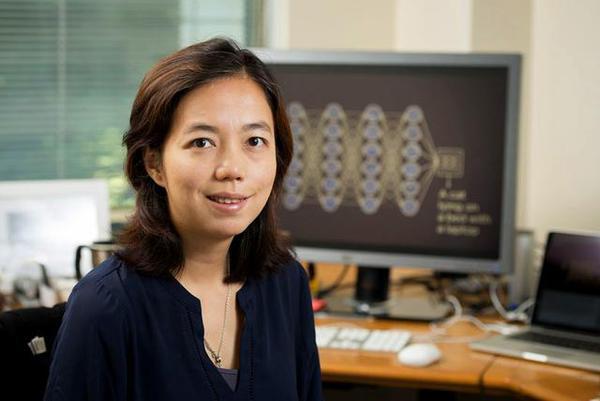 李飞飞团队研发家用AI系统 可监测独居老人新冠症状