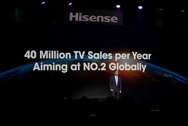 海信发卷曲屏幕激光电视,70英寸屏在观看时徐徐升起