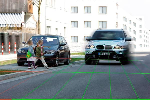 """自动驾驶又陷""""派系""""之争:该约束行人还是让车更完美"""