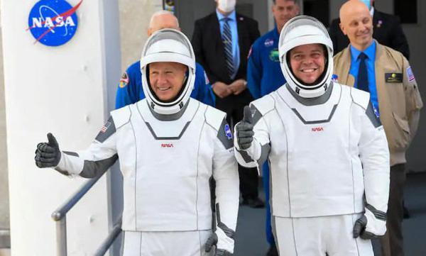 NASA两名宇航员升空1个月 准备搭乘SpaceX飞船返航