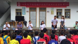 郜林携妻子探访梅州足球少年 心系天下圆梦继续
